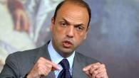 """Adozioni gay, Alfano avvisa Renzi: """"Al posto suo stralcerei la stepchild adoption"""""""