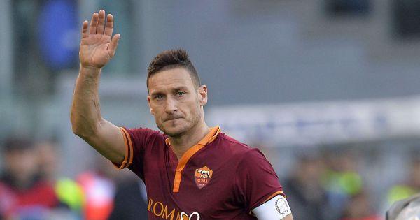 Calcio, c'è il derby di Roma in Serie A, Totti ai saluti?