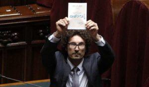 """Italicum, Toninelli del M5S: """"Peggio della legge truffa del '53, è fatta per fregare i cittadini"""""""