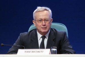 """Ue, ex ministro economia Tremonti: """"Vi spiego i rapporti Italia-Ue e illuminati"""""""