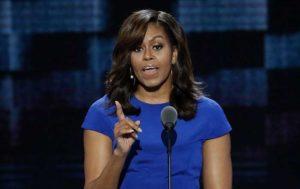 """Presidenziali Usa 2016, Michelle Obama: """"Mi fido solo di Hillary. Trump? Un bullo"""""""