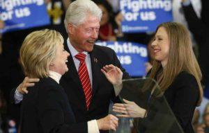 """Presidenziali Usa, Bill Clinton sulla moglie Hillary: """"Unica capace di cambiare in meglio le vostre vite"""""""