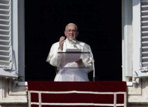 """Angelus Papa Francesco: """"Gesù ci dirà 'ero io quel migrante che tanti volevano cacciare'"""""""