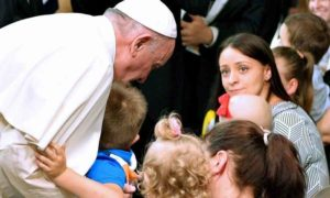 """Papa Francesco e la Preghiera per la pace: """"Dio tocchi i cuori dei terroristi"""""""