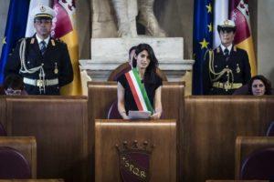 """Roma, Virginia Raggi: """"Ci hanno lasciato una città in macerie, ma ce la faremo"""""""