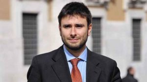 """Di Battista dal #CostituzioneCoastToCoast: """"Renzi ha leccato i piedi alla finanza internazionale"""""""