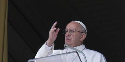 """Papa Francesco, Angelus: """"Pace e giustizia per le donne violentate e schiave"""""""