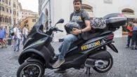 """Alessandro Di Battista (M5S) in giro in scooter per il """"Costituzione Coast to Coast"""" tour"""