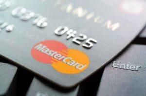 Mastercard: la nuova carta con sensore per impronte digitali