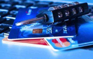 In vacanza in tutta sicurezza: le regole da seguire per pagare con carte di credito o contanti